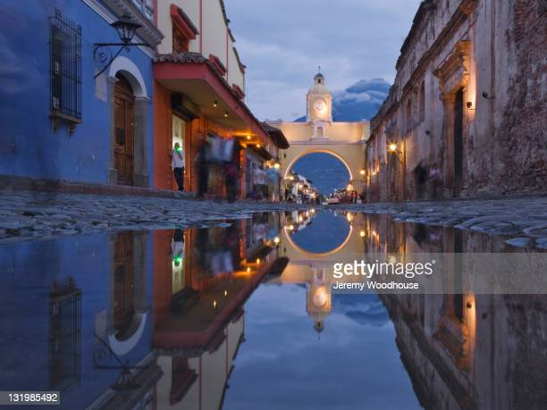 cobblestone street and arch in quaint town - guatemala stock pictures, royalty-free photos & images