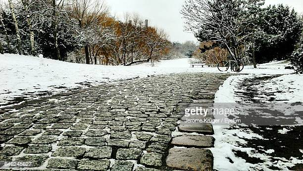 cobblestone street during winter - cobblestone stock pictures, royalty-free photos & images
