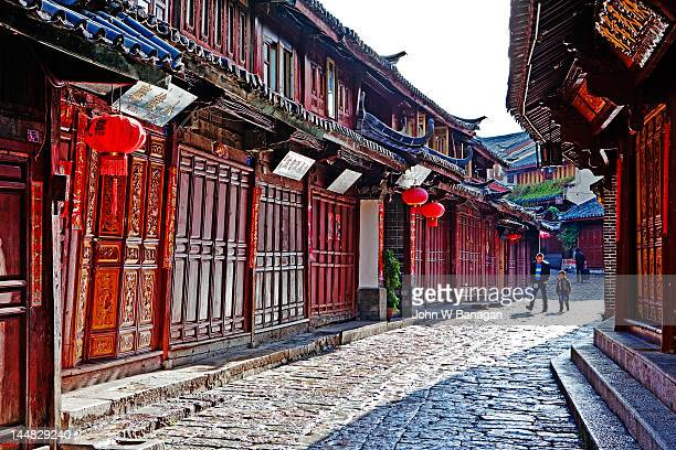 cobblestone street in lijiang , china - 7894 stock pictures, royalty-free photos & images
