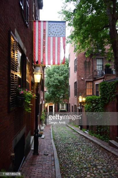 cobblestoned acorn street in boston - acorn street boston stock pictures, royalty-free photos & images