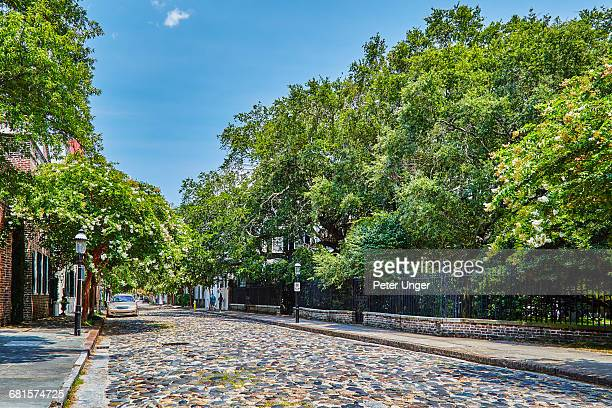cobblestoned street and historic buildings,usa - 玉石 ストックフォトと画像
