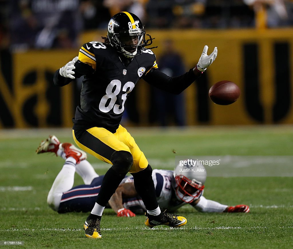 Cobi Hamilton #83 of the Pittsburgh Steelers cannot come up with a pass in the fourth quarter during the game against the New England Patriots at Heinz Field on October 23, 2016 in Pittsburgh, Pennsylvania.