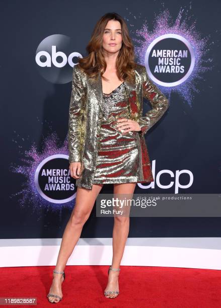 Cobie Smulders attends the 2019 American Music Awards at Microsoft Theater on November 24, 2019 in Los Angeles, California.