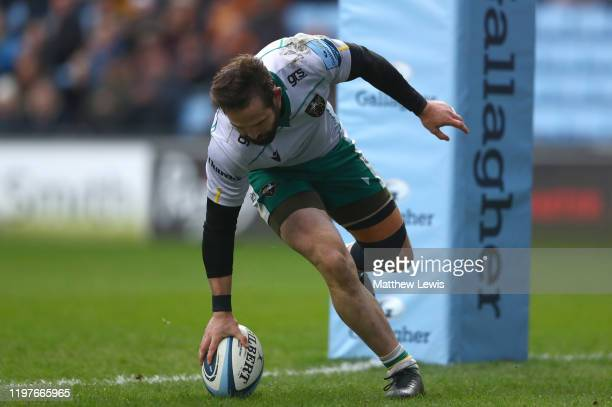 Cobus Reinach of Northampton Saints scores a try during the Gallagher Premiership Rugby match between Wasps and Northampton Saints at on January 05...