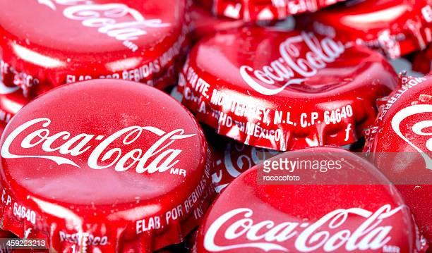 coca cola bottle-caps - pepsi stock-fotos und bilder