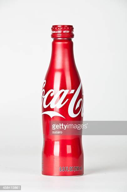 coca -cola (コカコーラ)アルミニウムボトル - コークス ストックフォトと画像