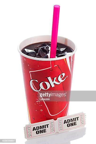 Coca-Cola e bilhetes de cinema em branco