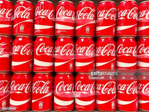 Canettes de Coca-Cola en rangées