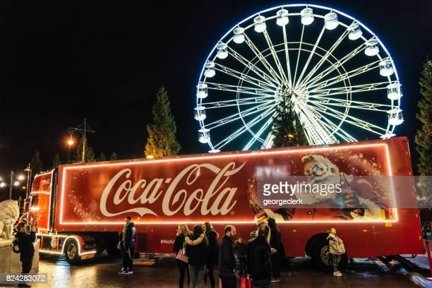 coca-cola weihnachtstruck in manchester, england - pepsi stock-fotos und bilder