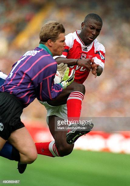 Coca-Cola Cup 1993, Arsenal v Sheffield Wednesday, Kevin Campbell challenges Chris Woods.