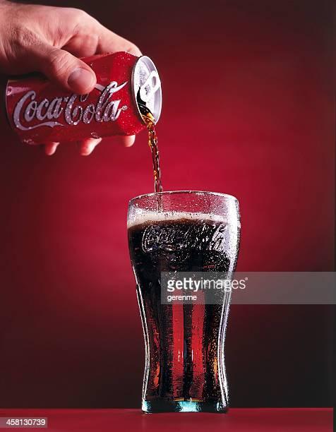 Coca-Cola, verser Coca Cola en verre