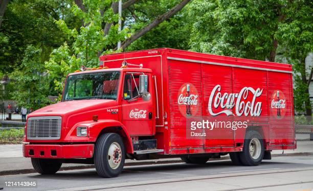 トロントのコカコーラトラック - コカコーラ ストックフォトと画像
