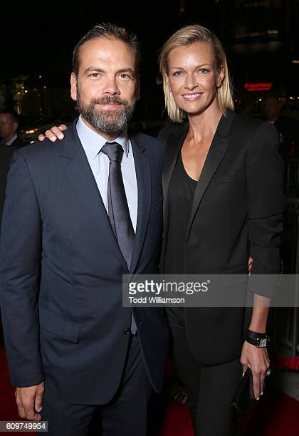CoChairman of 21st Century Fox Lachlan Murdoch and wife Sarah Murdoch attend the Los Angeles Premiere of Fox Searchlight's 'The Birth of a Nation' on...