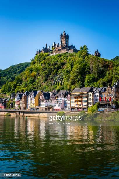 ドイツのモーゼル川のコッヘム - moselle ストックフォトと画像