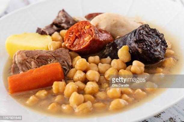 cocido madrileño with broth, typical spanish dish - cris cantón photography fotografías e imágenes de stock