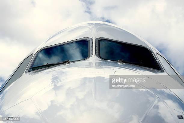 Cockpit von einem Passagier-Jet von außerhalb
