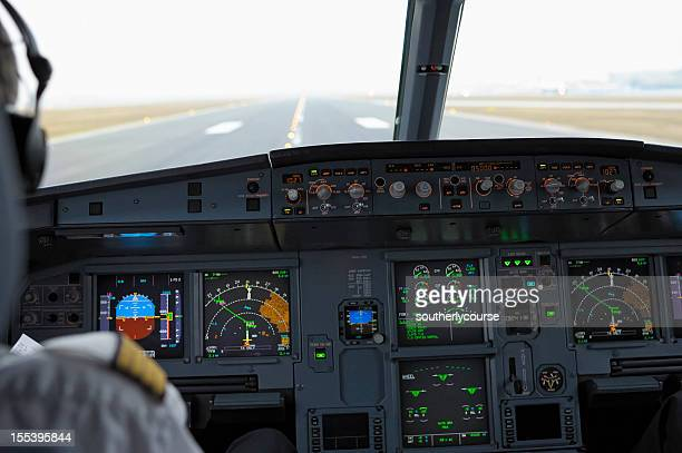 cockpit of airbus a320 on runway ready for take-off - airbus a320 stock pictures, royalty-free photos & images