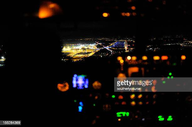 cockpit view boeing 737-300 on approach frankfurt airport runway 25r - frankfurt international airport stock pictures, royalty-free photos & images