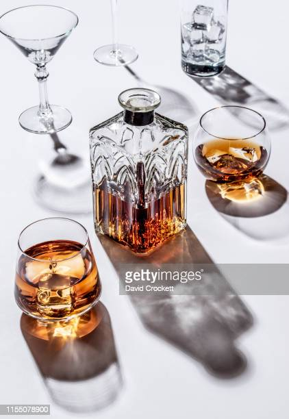 cocktail glasses, whiskey on the rocks and decanter - whisky photos et images de collection