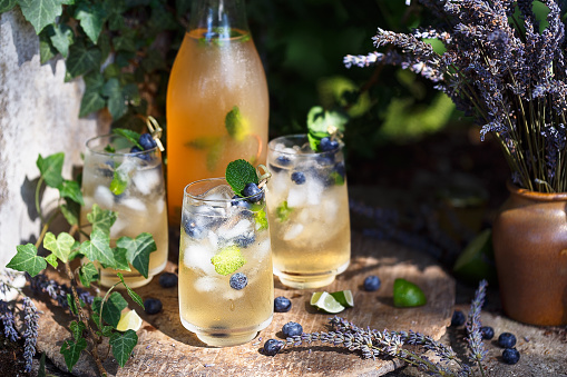 Cocktail à la Lavande et Myrtilles. Boisson Frais pour l'été 940454060