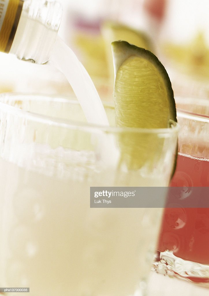 Cocktail with slice of lime. : Stockfoto