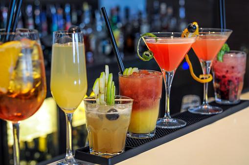 Cocktails drinks on bar 639636168