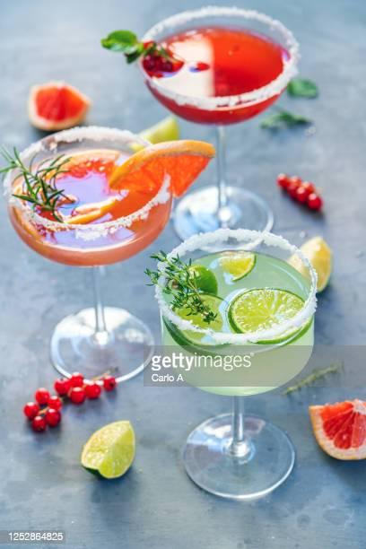 cocktails - cocktail party foto e immagini stock