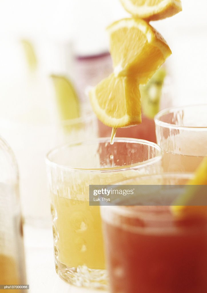 Cocktails with orange slices, close-up. : Stockfoto