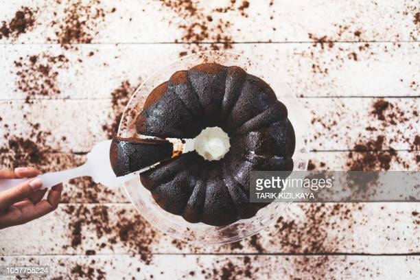 cocoa cake on the table, take a slice - chocolate cake above stock pictures, royalty-free photos & images