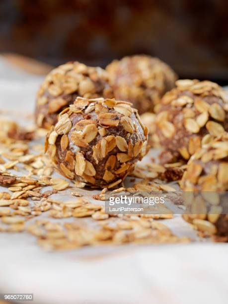 Cocoa Energy Bites with Toasted Oats and Almond Butter