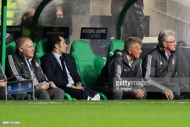 Cocoach Hermann Gerland of Bayern Munich Hasan Salihamidzic of Bayern Munich cocoach Peter Hermann of Bayern Munich and Jupp Heynckes of Bayern...