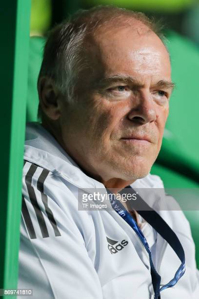 Cocoach Hermann Gerland of Bayern Munich looks on prior the UEFA Champions League group B match between Celtic FC and Bayern Muenchen at Celtic Park...