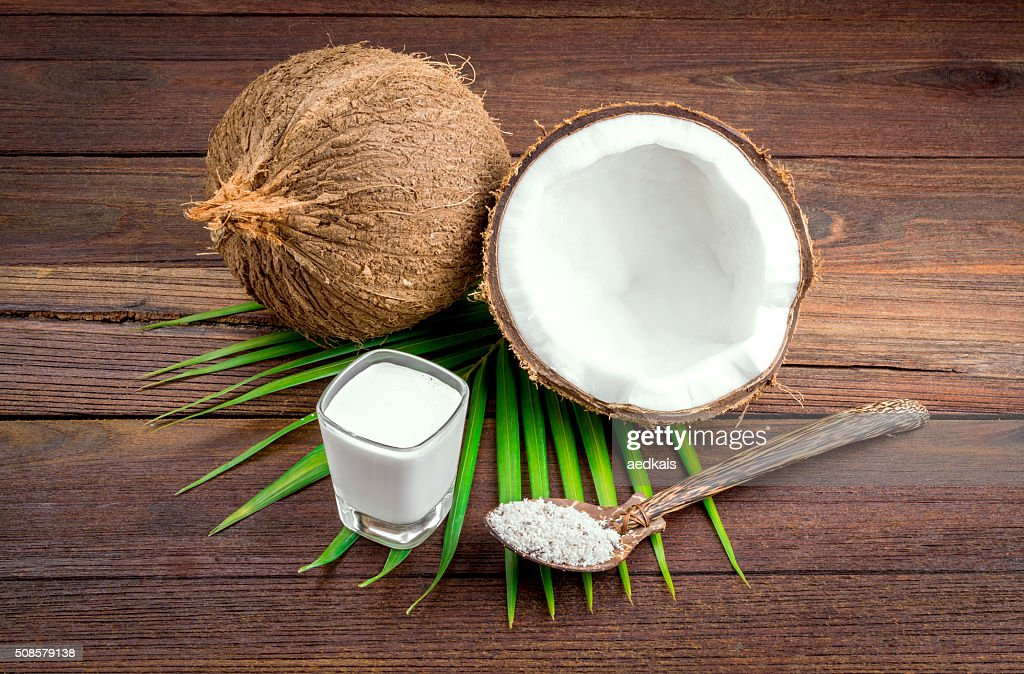Kokosmilch und Kokos-Milch in Glas : Stock-Foto