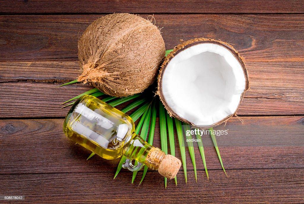 Noix de coco et de l'huile de noix de coco : Photo