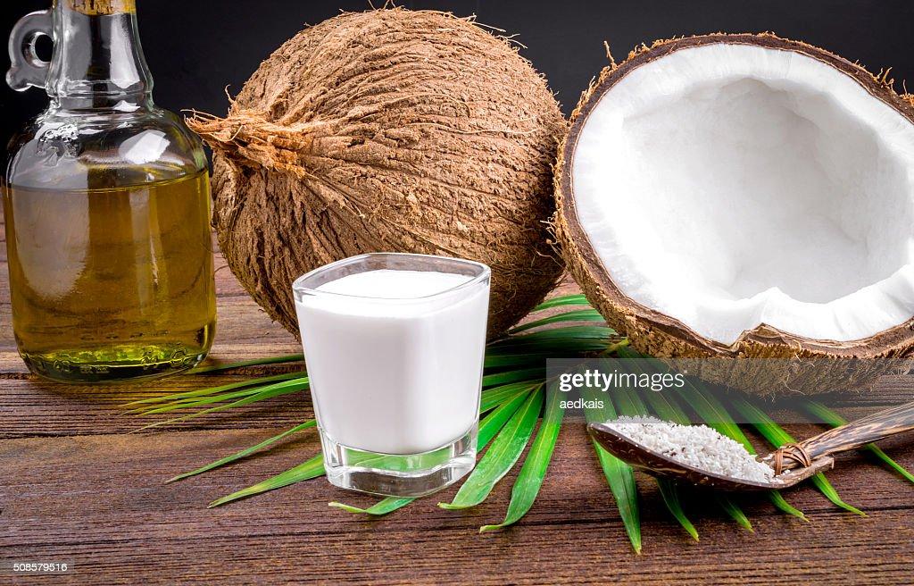 Latte di cocco e olio di cocco : Foto stock