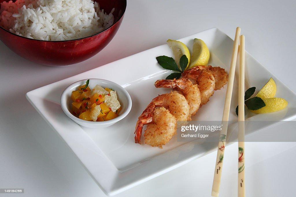 Coconut prawns with chopsticks : Foto de stock
