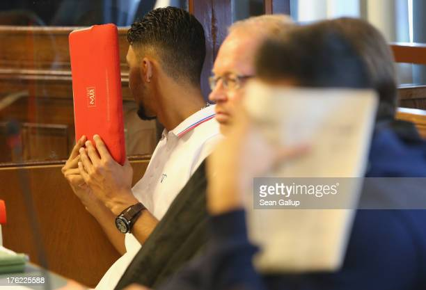 Co-defendants cover their faces behind newspapers on the second-to-last day of the trial of the six Jonny K. Attackers at the Kriminalgericht Moabit...