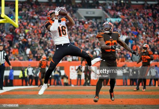 Cody Core of the Cincinnati Bengals catches a pass to convert a two point conversion in front of TJ Carrie of the Cleveland Browns during the fourth...