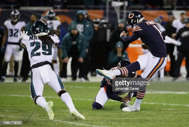 Cody Parkey of the Chicago Bears misses a field goal attempt in the final moments of their 15 to 16 loss to the Philadelphia Eagles in the NFC Wild...