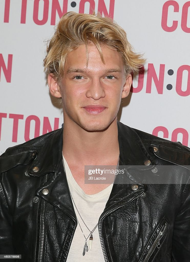 "Cody Simpson Joins Australian Brand Cotton On For Their Holiday Charity Campaign ""I Give A Brick"""