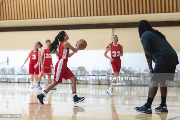 co-ed high school basketball practice - passing sport imagens e fotografias de stock