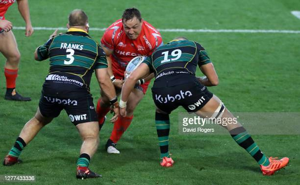 Coenie Oosthuizen of Sale Sharks takes on Owen Franks and Nick Isiekwe during the Gallagher Premiership Rugby match between Northampton Saints and...