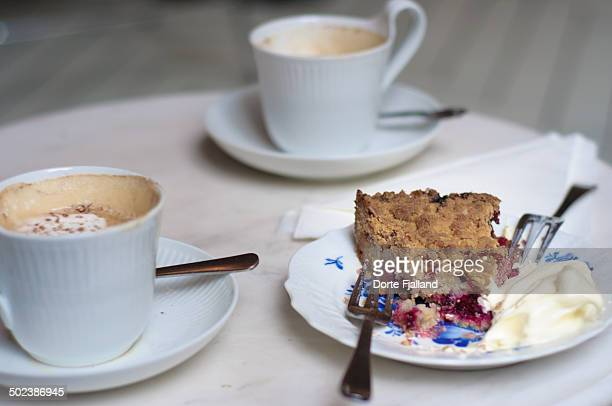 coffee and a cake - dorte fjalland stock-fotos und bilder