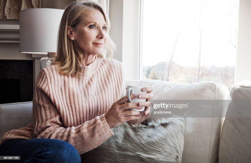 Koffie en rustige, niets anders nodig : Stockfoto