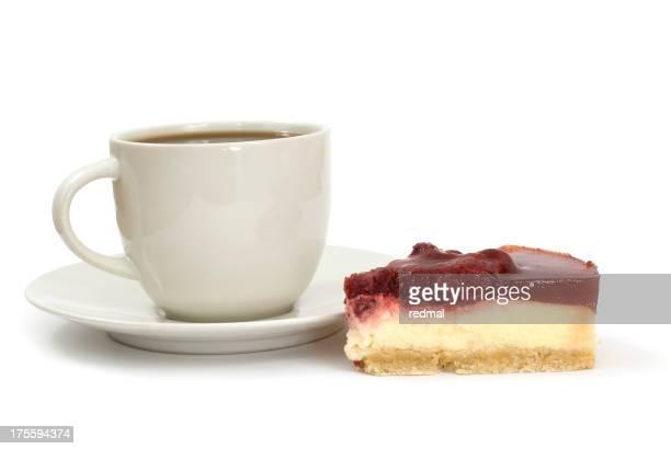 Café y una porción de pastel o