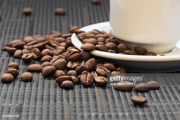 coffee bean and coffee cup - jean marc payet stock pictures, royalty-free photos & images