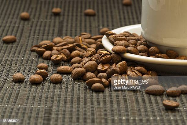 coffee bean and cup - jean marc payet stock pictures, royalty-free photos & images