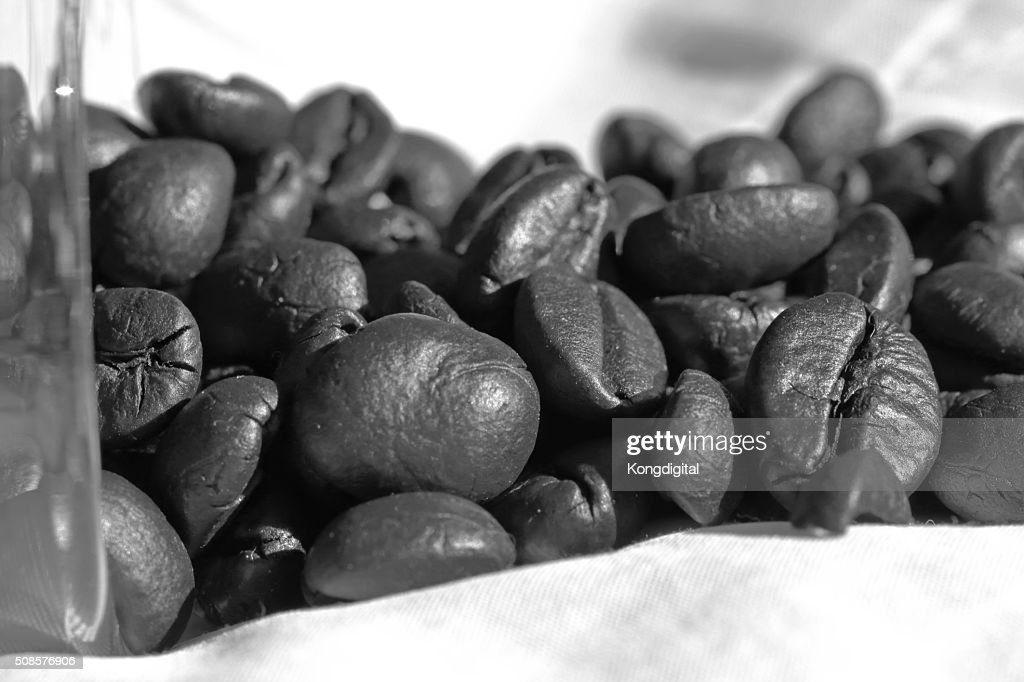Coffee beans in black and white : Stockfoto