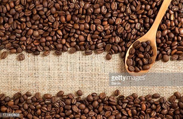 コーヒー豆をバーラップ