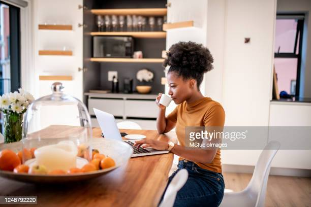 coffee break and online shopping - surfing the net stock pictures, royalty-free photos & images